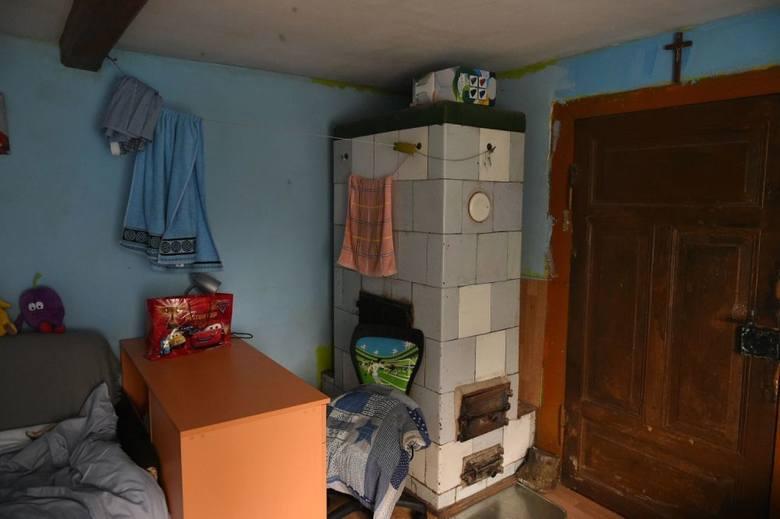 """Program """"Nasz nowy dom"""" w Drewnicy. Katarzyna Dowbor z ekipą zmieniła dom pani Nadziei [zdjęcia]"""