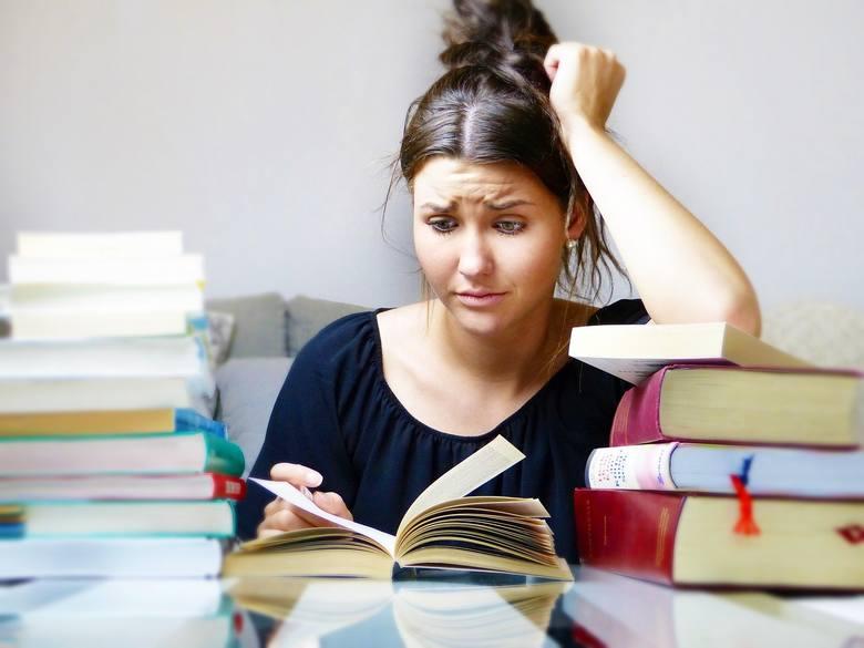 3. Stres, który trwa za długoJeśli stres trwa zbyt długo, a hormony stresu stale krążą w układzie krwionośnym, podwyższa się ciśnienie krwi i zwężają