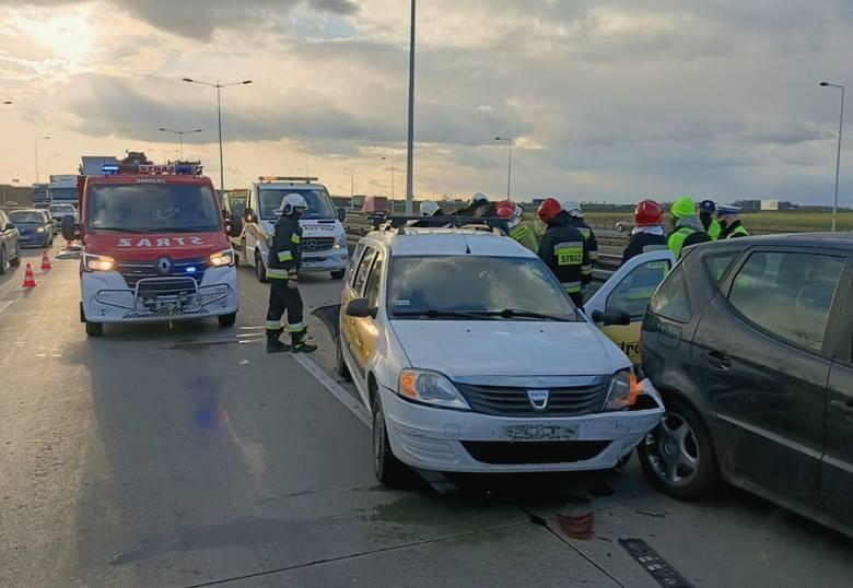 Wypadek na A4 pod Wrocławiem. Mocno utrudniony przejazd [ZDJĘCIA]
