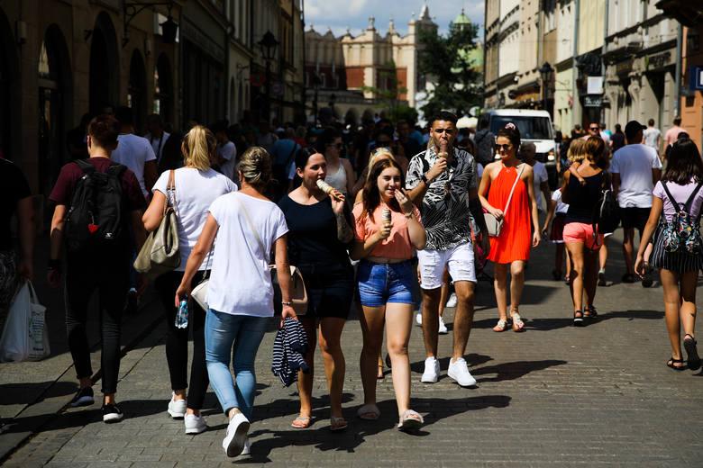 Kraków nie do poznania. Kiedyś miasto tętniące życiem, dziś opustoszałe [PORÓWNANIE]