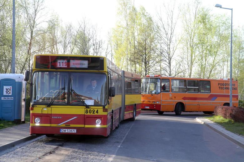 Kupić można m.in. widoczny na pierwszym planie autobus Volvo o numerze 8024