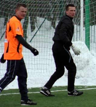 Zawodnicy MKS-u Kluczbork: obrońca Tomasz Jagieniak (z lewej) i bramkarz Krzysztof Stodoła są w gronie kandydatów do tytułu Piłkarza Roku. Czy któryś