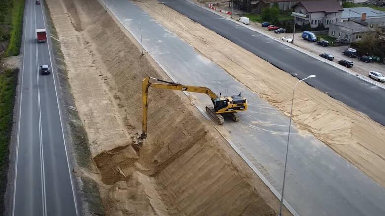 Budowa S5 pod Bydgoszczą. Ten odcinek będzie gotowy pod koniec roku. Zobacz wideo z drona