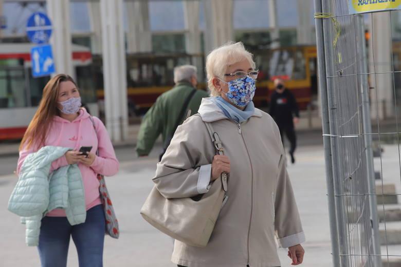 W ciągu 14 dni od środy (30 września) do wtorku (13 października) w samej Łodzi koronawirusa złapało 870 osób. We wtorek chorowało więc prawie 13 osób