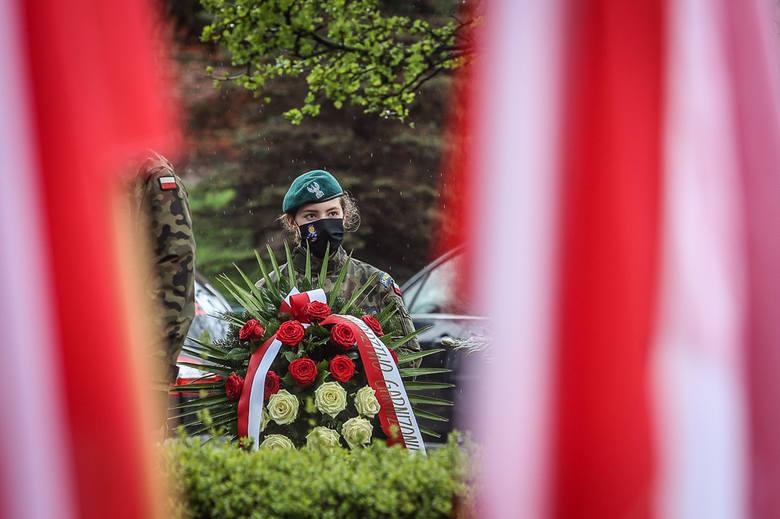 Gdańsk: tradycyjnie uczczono 230. rocznicę uchwalenia Konstytucji 3 Maja przy pomniku króla Jana III Sobieskiego [zdjęcia]