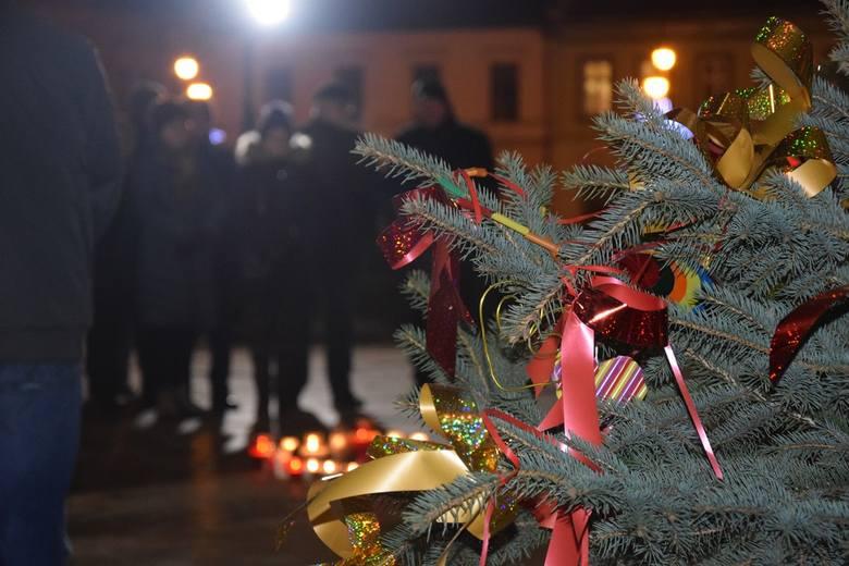 Nowy Sącz. Sądeczanie upamiętnili zmarłego Pawła Adamowicza prezydenta Gdańska [ZDJĘCIA]