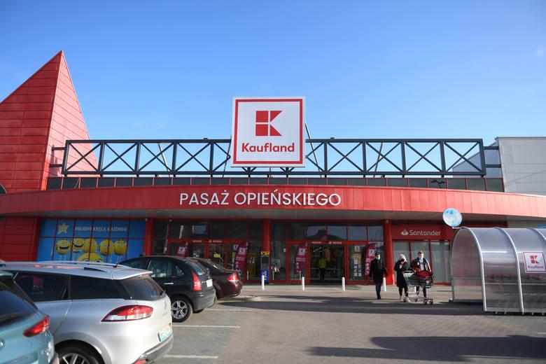 W Poznaniu na ul. Opieńskiego otwarto market Kaufland. Zastąpił on Tesco