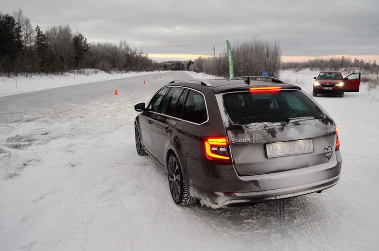 Śnieg i poślizg. Napęd zimowym asystentem kierowcy