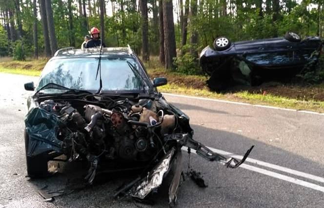 Ełk. Wypadek z udziałem trzech aut na drodze do Orzysza. Jedna osoba w szpitalu [ZDJĘCIA]