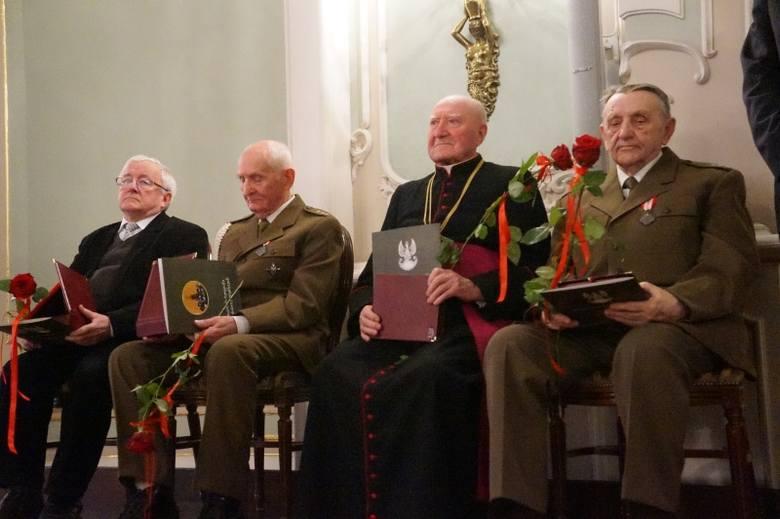 Ryngraf Żołnierzy Wyklętych. Paweł Jasienica uhonorowany (zdjęcia, wideo)