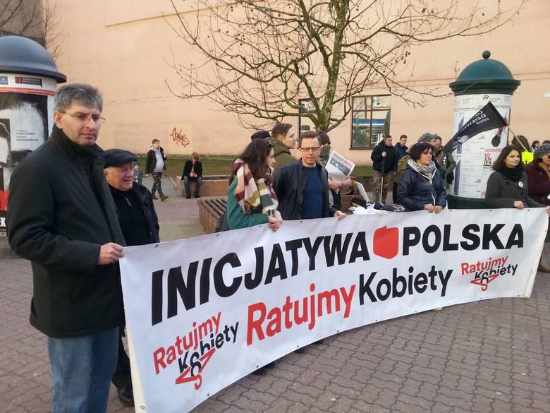 """Czternasta Łódzka Manifa: """"Przeciw przemocy władzy! Moje ciało - mój wybór"""" [ZDJĘCIA,FILM]"""