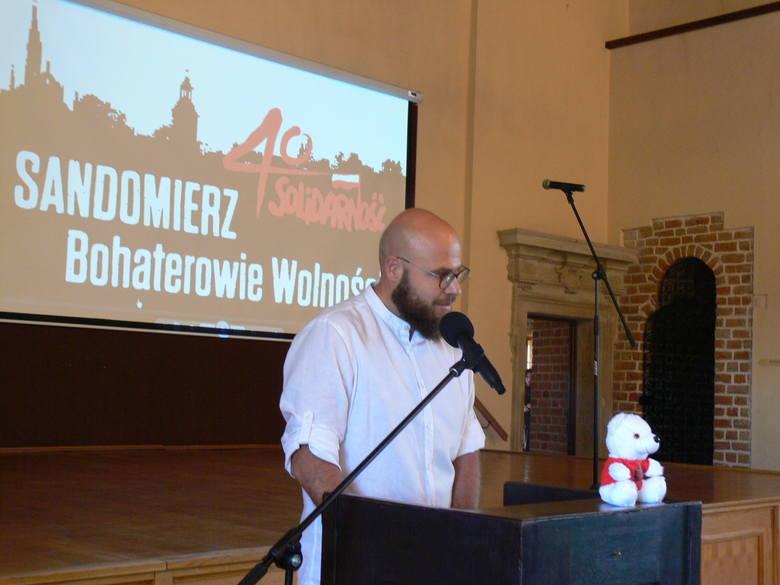 Jak powiedział podczas otwarcia wystawy dr Dominik Kacper Płaza, dyrektor Muzeum Okręgowego w Sandomierzu wystawa jest upamiętnianiem 40 rocznicy powstania