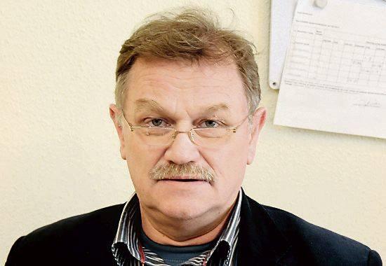 Miesiąc przed wyborami parlamentarnymi na konwencji PiS Beata Szydło trzymała w reku gruby plik - jak mówiła - gotowych projektów ustaw.