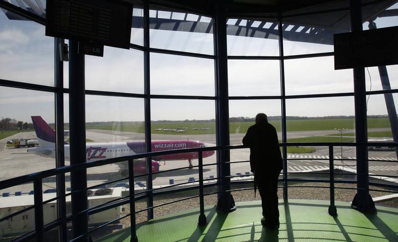 Pył wulkaniczny uziemił samoloty także na polskich lotniskach