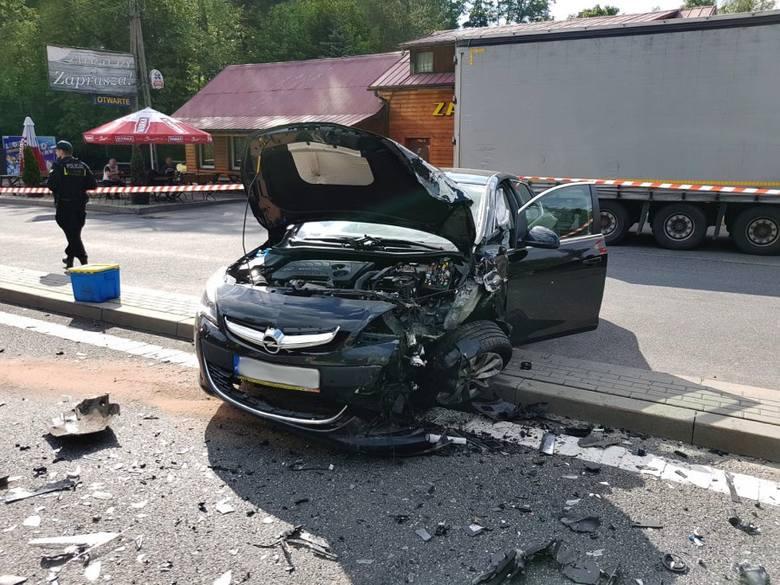 W piątek o godz. 15.30 w Żyznowie w powiecie strzyżowskim doszło do groźnego wypadku. W zderzeniu dwóch samochodów cztery osoby zostały ranne.Po wypadku