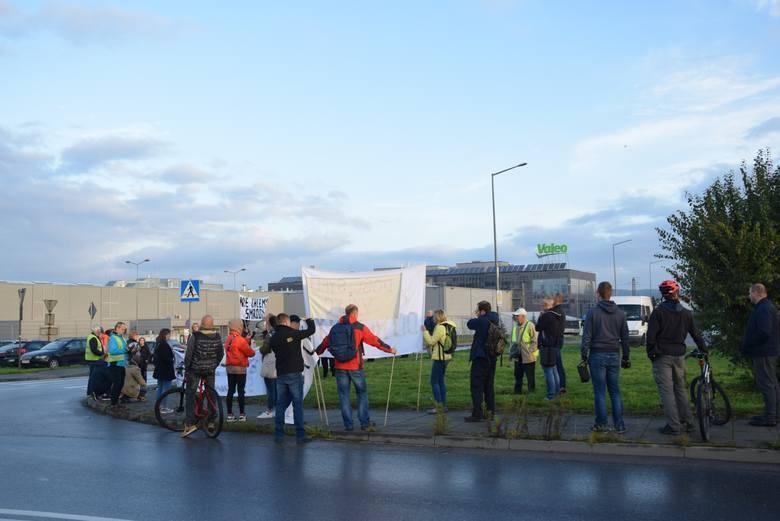 Mieszkańcy domów sąsiadujących z Valeo kilka razy protestowali przeciwko nieprzyjemnym zapachom. Problem ma być rozwiązany wiosną tego roku.