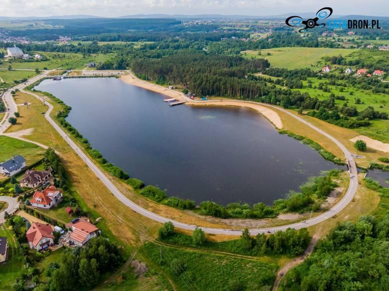 Zalew w Morawicy zaprasza od soboty! Zobacz niesamowite zdjęcia z drona