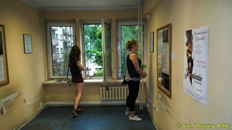Galeria bezbronna (na zdjęciu jedna z poprzednich jej edycji) będzie czynna od 20:30 do 2:00 ul. Borowskiego 29. 20:30 - otwarcie wystawy. Zbiorowa konfrontacja