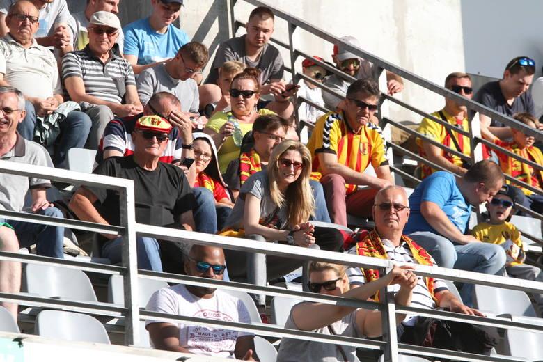 Piłkarze Korony Kielce przegrali ostatni mecz sezonu z Zagłębiem Lubin 0:2, ale kieleccy kibice dopingowali zespół do ostatnich sekund meczu. Na trybunach