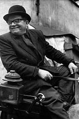 Jan Kaczara woził pod kozłem brulion, w którym zapisywał swoje rymowanki. Potem zabawiał nimi pasażerów podczas przejażdżki