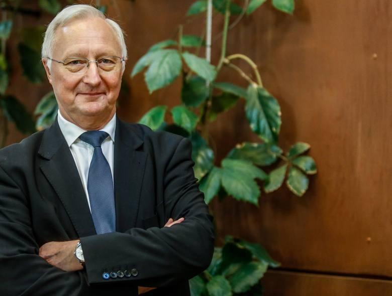 Prof. Jacek Wysocki jest lekarzem, specjalistą od chorób zakaźnych. To także były rektor Uniwersytetu Medycznego w Poznaniu.