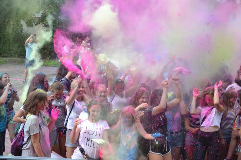 Fantastyczna zabawa czekała dziś w Dąbrowie Górniczej podczas Holi Festival