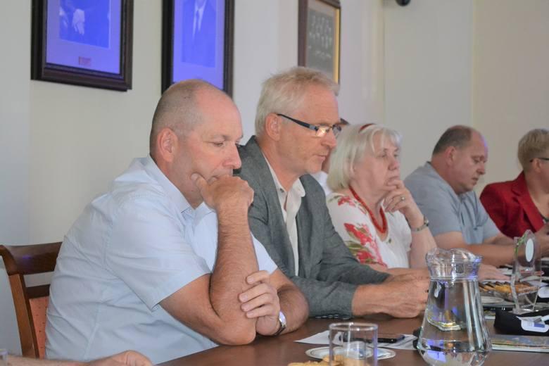 Słów uznania dla władz Solca nie szczędził Grzegorz Boroch (pierwszy z lewej),  dyrektor wydziału  bydgoskiego ratusza