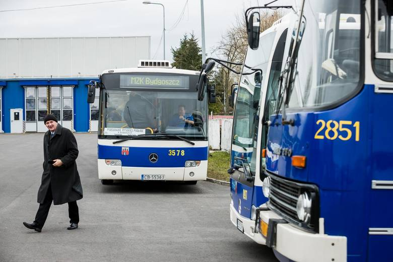Od 1 marca po Bydgoszczy nie będą już kursowały autobusy wysokopodłogowe. W sobotę (22 lutego) miłośnicy komunikacji przejechali się po mieście mercedesem