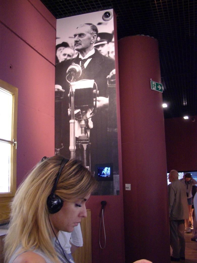 Muzeum II Wojny Światowej w Gdańsku  to jedna w największych placówek w świecie. Zostało otwarte w marcu 2017 r. Ekspozycja znajduje  się 14 metrów pod ziemią, zajmuje powierzchnię ponad5 tys. metrów kwadratowych. Na wystawę trafiło przeszło 2 tys. różnego rodzaju eksponatów. Ponad 30 tys....
