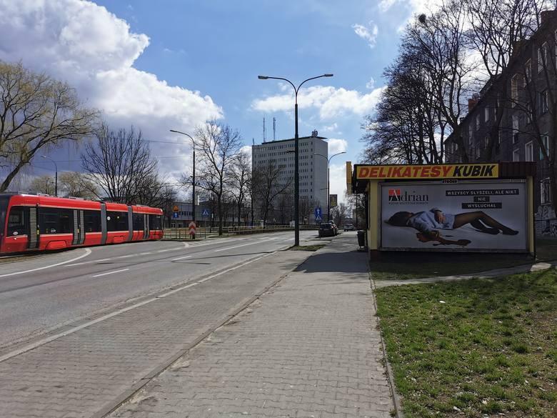 Kobieta w kałuży krwi na billboardzie. Kontrowersyjna kampania fabryki rajstop ze Zgierza