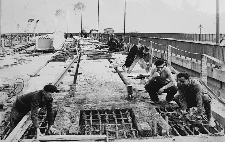 Wiadukt wzdłuż ulicy Wojska Polskiego, wiadukty Warszawskie, most Bernardyński, kładka Esperanto... Codziennie jeździmy i chodzimy w tych miejscach. <br /> <br /> <strong>Zapraszamy Was w podróż kilkadziesiąt lat wstecz</strong> - zobaczcie na archiwalnych zdjęciach, jak budowano/lub remontowano...