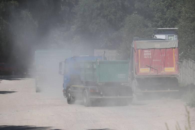 Kolejny pożar w sortowni śmieci w Studziankach. Strażacy walczą z pożarem
