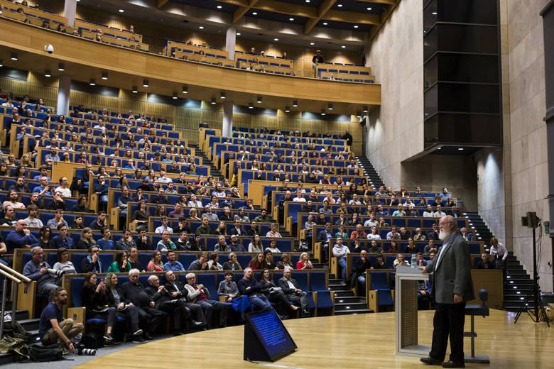 W październiku 2017 r. konserwatywne środowiska protestowały przeciwko organizowanemu w Auditorium Maximum Uniwersytetu Jagiellońskiego spotkaniu z Danielem