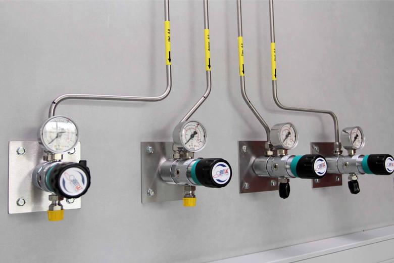 W zaopatrzeniu w prąd, gaz i ciepło średnia pensja dobiła do 7,4 tys. zł.