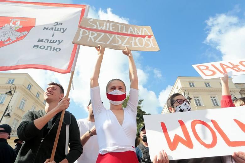 9 września 2020społeczność białoruska oczekuje na Swietłanę CichanouskąWybory w Białorusi, które odbyły się 9 sierpnia 2020, oficjalnie wygrał Alaksandr