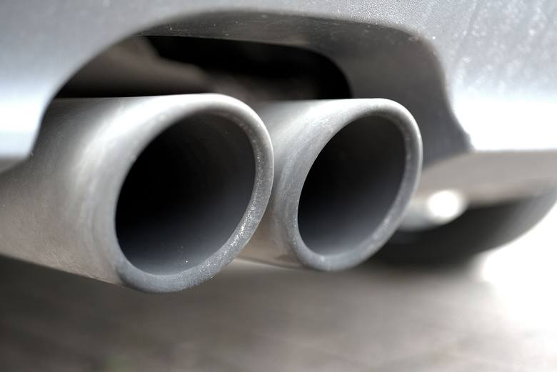 Istotnym źródłem zanieczyszczenia powietrza są spaliny z silników diesla, ale także tych benzynowych.