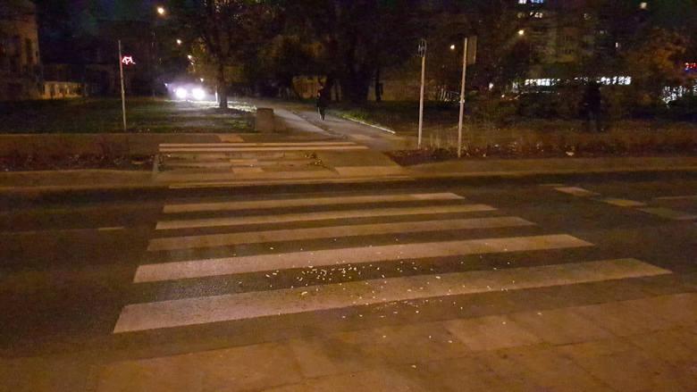Wypadek na Rzgowskiej w Łodzi. Kierowca bez prawa jazdy potrącił pieszego na pasach