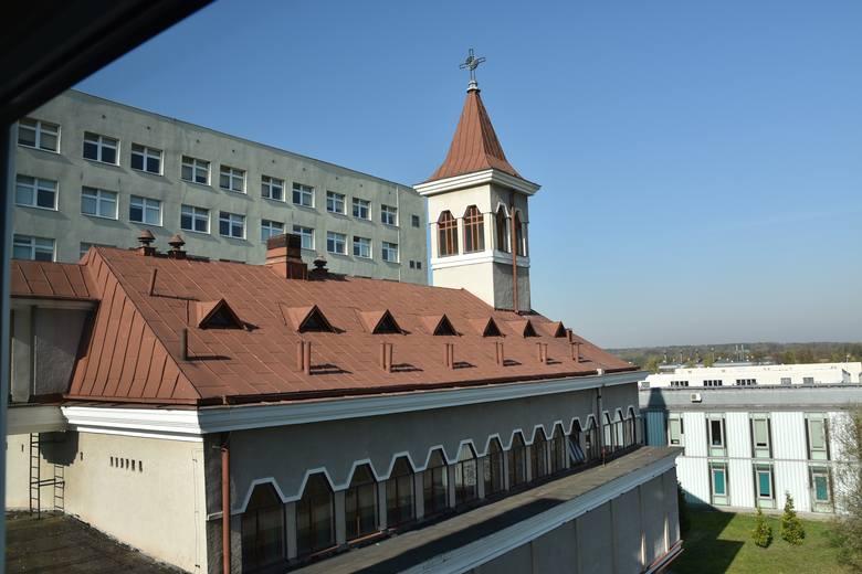 Kapelan pełnił posługę na terenie szpitala oraz w kaplicy szpitalnej. Ta została już zdezynfekowana i ponownie odprawiane są w niej nabożeństwa