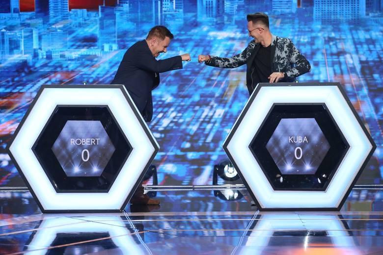 """Jakub Urbański (z prawej) wziął udział w specjalnym odcinku programu """"Jaka to Melodia?"""". Z lewej Robert Klatt, lider grupy Classic"""