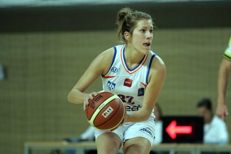 Wierni kibice Enei AZS pamiętają jeszcze Julię Adamowicz z występów w ekstraklasie w hali UAM na Morasku. To zdjęcie pochodzi z listopada 2011 r. z meczu