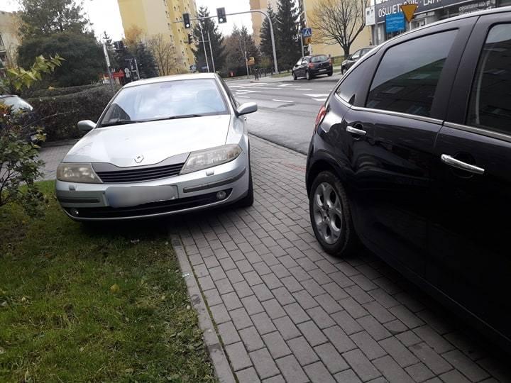 Zobaczcie zdjęcia mistrzów parkowania na ulicach i chodnikach Przemyśla. Zobacz też: Wielopoziomowy parking w Rzeszowie ma kosztować 20 mln zł
