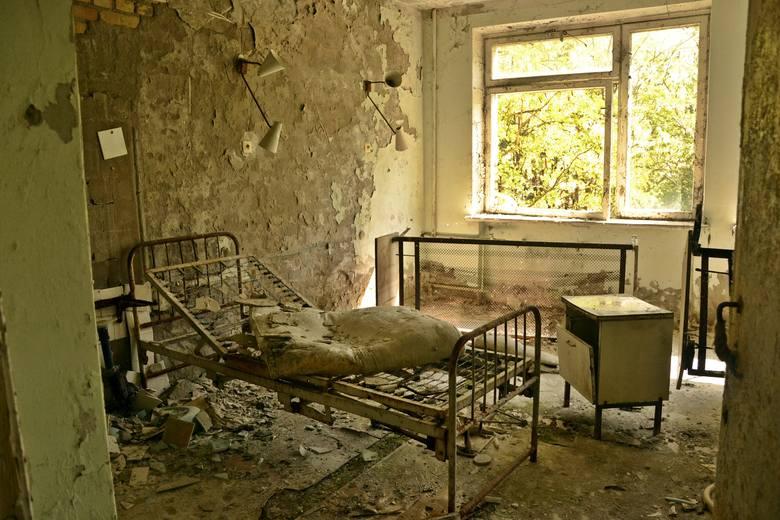 W mieszkaniach ciągle jeszcze stoją meble, w przedszkolach leżą zabawki, a w szpitalach - bandaże. Mimo że od awarii elektrowni jądrowej w Czarnobylu