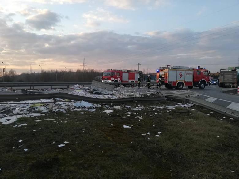 Wypadek w Starowej Górze. Karambol na DK 91. ZDJĘCIA. Jezdnia w kierunku Łodzi zablokowana!