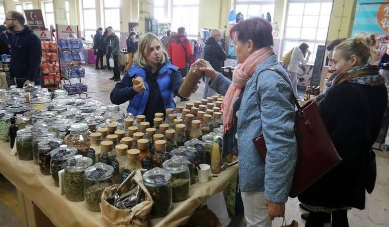 Szczeciński Bazar SmakoszySzczeciński Bazar Smakoszy to świeża jak produkty wystawców inicjatywa będąca kontynuacją Szczecińskiego Bazaru Rozmaitości,