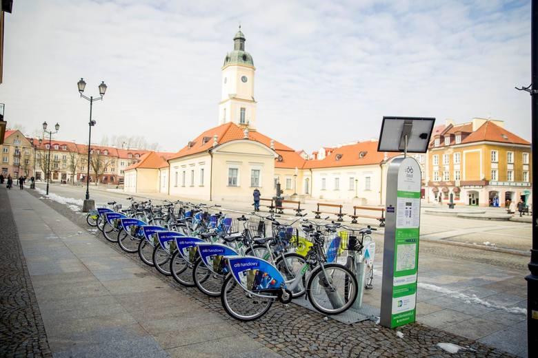 System BiKeR składający się z 30 stacji i 300 rowerów został uruchomiony 31 maja 2014 r. W kolejnych sezonach został rozbudowany o nowe miejsca wypożyczeń,