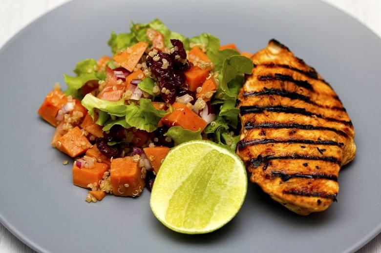 Dieta bogata w żelazo to nie tylko potrawy mięsne. W pierwiastek ten obfitują też m.in. tłuste ryby morskie, takie jak łosoś