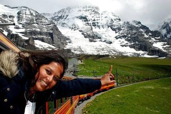 3. Jungfraujoch (Szwajcaria) to niesamowita jednodniowa wycieczka. Zarówno z pociągu, jak i z kolejki linowej można było podziwiać zapierające dech w