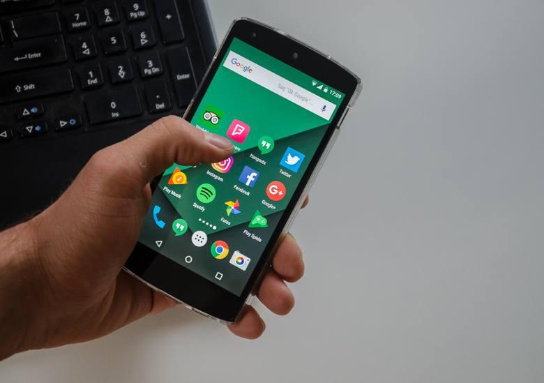 Google ostrzega użytkowników i blokuje 7 popularnych aplikacji w Sklepie Play. To złośliwe aplikacje typu stalkerware.Stalkerware to aplikacje, które