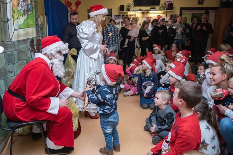 Mikołaj krąży po Wieliczce. Odwiedził także osiedle Bogucice [ZDJĘCIA]