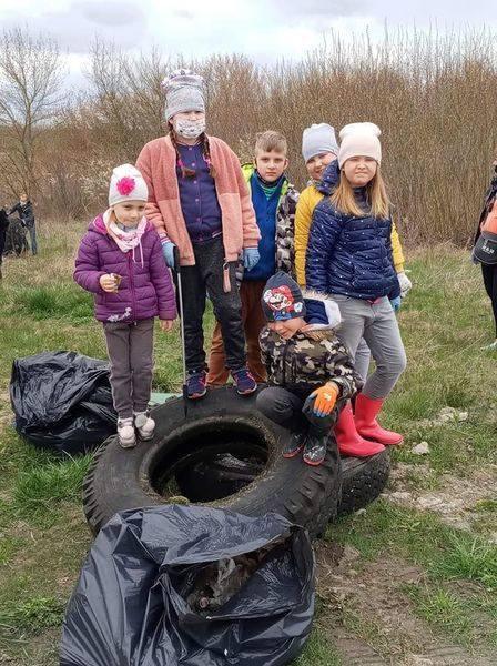 Wólka: Wielka akcja sprzątania okolicy. W lasach i przy drogach była góra śmieci!